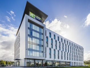Chapman Taylor's new 220 bedroom Holiday Inn Express, built off-site from purpose built steel shipping containers, has been completed at Manchester's Trafford City. It is the first hotel in the North West to be built using this particular type of volumetric modular construction.